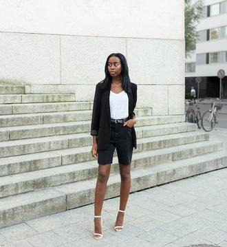 sylvie mus blogger office outfits black shorts bermuda black blazer