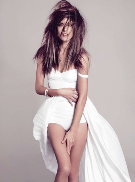 alessandra ambrosio dress white bag