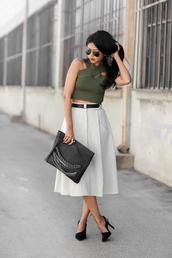 walk in wonderland,blogger,top,bag,jewels,pouch,chain,midi skirt,crop tops,khaki,net,black heels