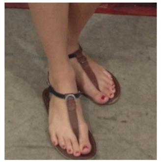 shoes sandals thong sandals brown black