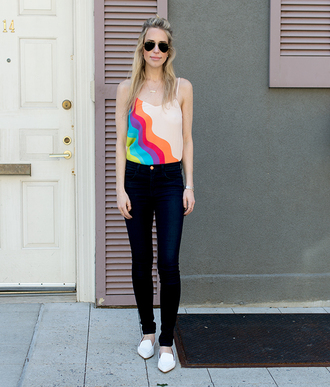 yael steren blogger jeans shoes jewels sunglasses make-up nude top dark blue skinny jeans aviator sunglasses flats
