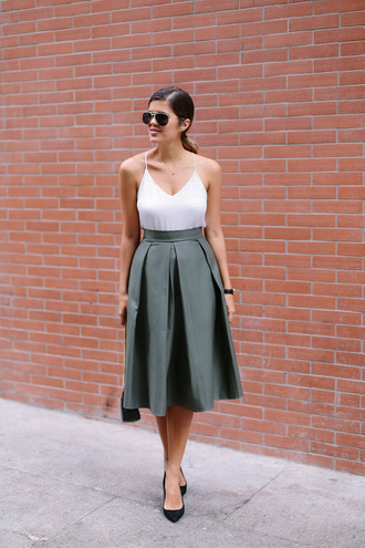a pair and a spare blogger grey skirt white tank top midi skirt