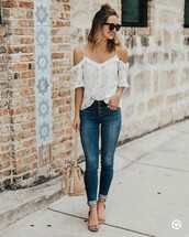 top,tumblr,white top,cut-out shoulder top,cut-out,denim,jeans,blue jeans,skinny jeans,sandals,mid heel sandals,bag,nude bag,bucket bag,shoes