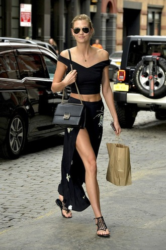 le fashion blogger sunglasses top crop tops black top black skirt black bag shoulder bag slit skirt black flats all black everything karlie kloss aviator sunglasses chic urban outfitters streetwear