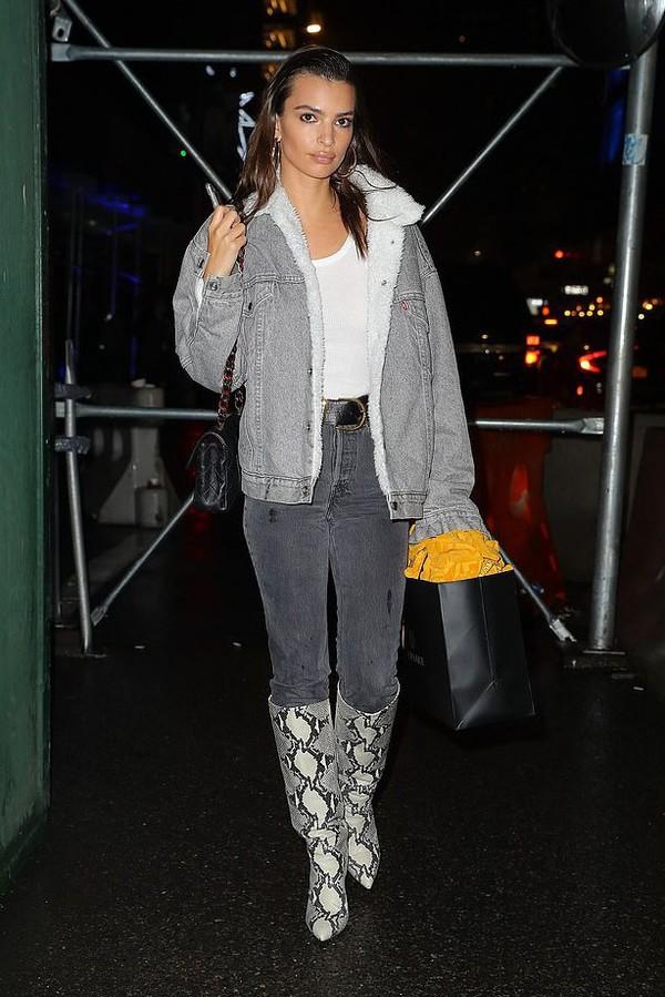 jacket denim jacket emily ratajkowski model off-duty jeans celebrity fall outfits boots