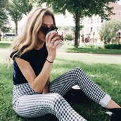 pants,checkered,jeans,checkered pants,black and white,black and white pants,black and white pattern,tumblr outfit,tumblr,tumblr pants