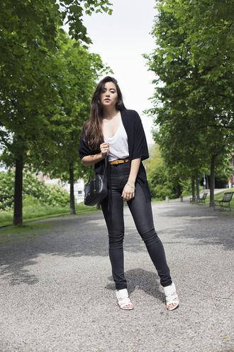 blaastyle blogger cardigan white t-shirt skinny jeans