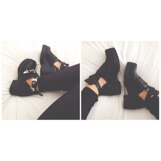 shoes black boots little black boots ankle bootie blak black shoes just like the ones on the picture?? black boots