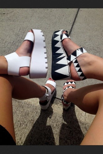 shoes hipster cool sandals black platform shoes heels tumblr clothes blogger style black and white high heels streetstyle streetwear white monochrome wedges aztec girly high heel sandals thick sole black and white sandals flatform sandals tumblr shoes black/white platforms platform sandals fashion platform's
