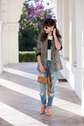 jeans and a teacup blogger jacket jewels jeans sunglasses fall outfits blazer boyfriend jeans