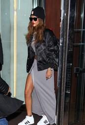 jacket,rihanna,veste,black,noir,adidas,jupe,gris,bonnet,lunette de soleil,top,skirt,shoes