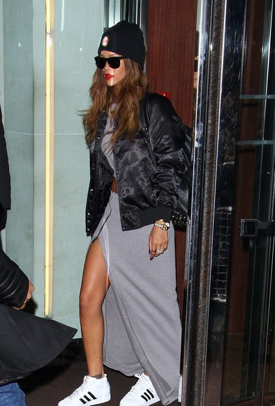 shoes jacket veste skirt black top noir rihanna adidas jupe gris bonnet lunette de soleil
