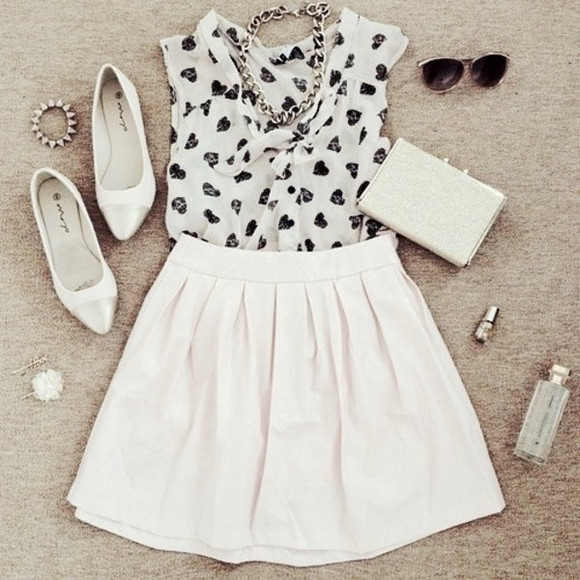 necklace black white blouse black and white blouse tank top black and white cute hearts black hearts black hearts blouse top white skirt skater skirt white skater skirt clutch white clutch sunglasses chain necklace white flats flats pointed flats white pointed flats jewelry girly outfit skirt