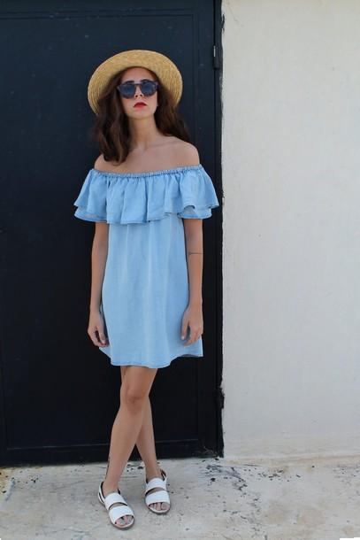 babes in velvet blogger dress top hat