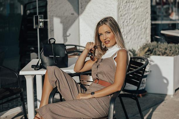 mi aventura con la moda blogger jumpsuit bag top sunglasses belt