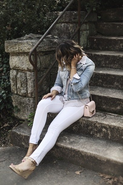 life & messy hair blogger skirt top jewels shoes jacket denim jacket skinny pants white jeans crossbody bag wedges spring outfits