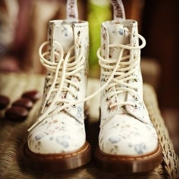 shoes lace up laces boots cute cream forgetmenots DrMartens cream shoes white shoes cream boots white boots cute boots cute shoes floral floral shoes vintage vintage boots blue flowers