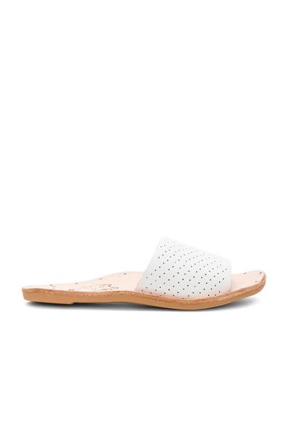 beek white shoes
