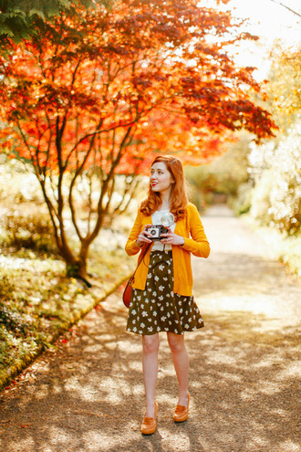 the clothes blogger cardigan mustard floral skirt