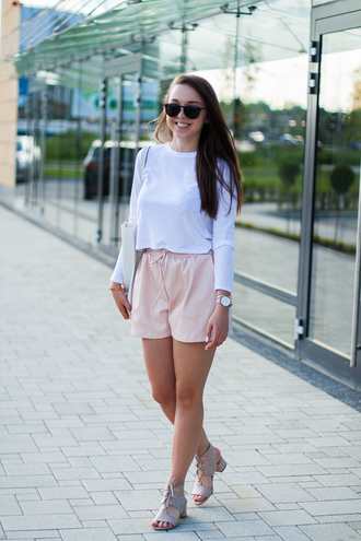kolorowa dusza blogger shorts bag jewels shoes white top long sleeves pink lace up flats white bag summer outfits white blouse
