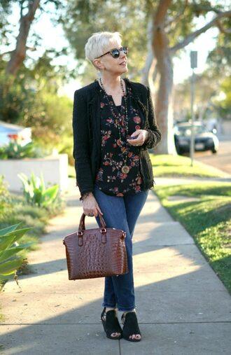 unefemme blogger jacket sunglasses top jewels bag jeans shoes blazer handbag floral top