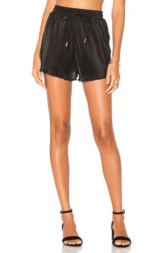 shorts pleated black