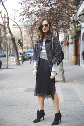 lady addict blogger sunglasses bag shoes black lace denim jacket grey top lace skirt black boots
