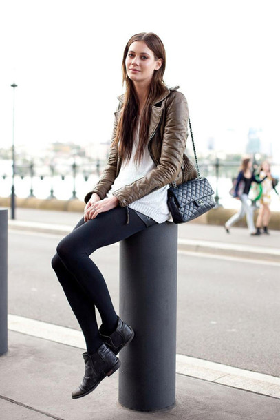 le fashion blogger sweater leggings chelsea boots leather jacket jacket bag shorts