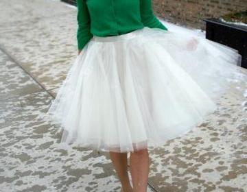 Lovely tulle white skirt, cute wome..