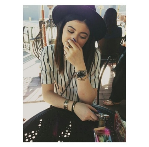 shirt hat style kylie jenner black top kylie jenner t-shirt kylie jenner dress