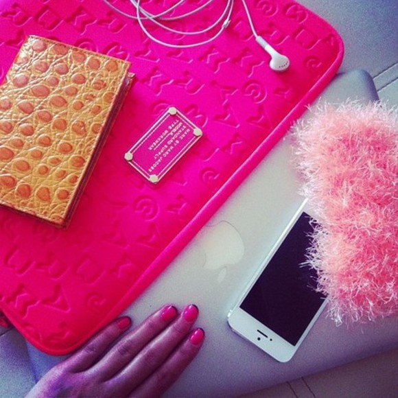 light pink pink white bag laptop fluffy apple computer golden nails nail nail polish hot pink dark pink marc jacobs marc jacobs fashion headphones