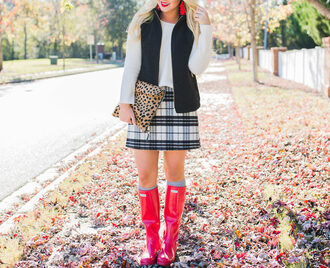 cortinsession blogger sweater skirt jacket shoes bag jewels fall outfits vest clutch plaid skirt wellies red boots