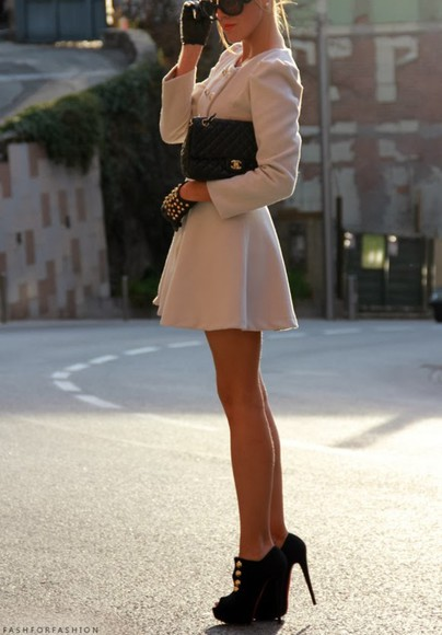 jacket gold buttons coat shoes gold high heels black jewels purse glasses cream gloves
