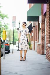 lana jayne,blogger,dress,bag,floral dress,floral,nude dress,beige dress,clutch,sandal heels,sandals,round sunglasses
