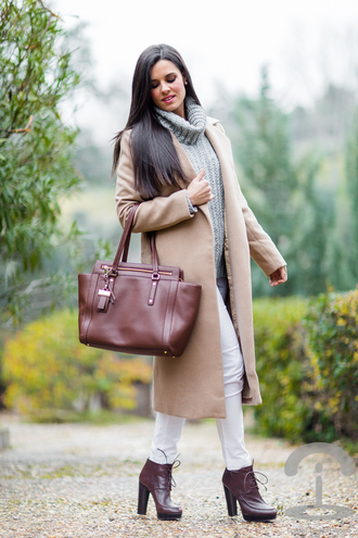 crimenes de la moda blogger leather bag turtleneck knitted sweater