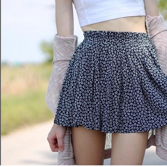 Brandy Melville - Daisy brandy skirt from Sydney's closet on Poshmark