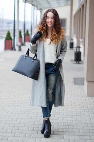 kolorowa dusza blogger gloves grey coat long coat black bag coat sweater jeans bag shoes