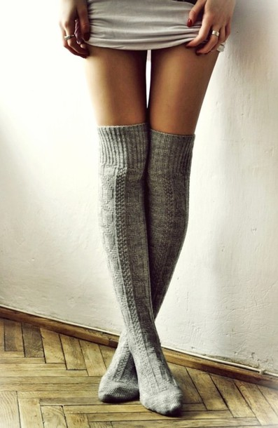 shoes knee high socks socks grey knit comfy underwear long leg socks grey wollen long over the knee socks grey socks jeans high socks knitted socks winter outfits style fashion winter outfits knee high socks very tumblr and cute white grey black leggings pale indie hipster tumblr tumblr girl blogger blogger trend cable knit cardigan