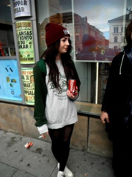 green sweater green sweater red grey sweater hoodie beanie with hipster swag alstars coca cola swaeter hat vintage top shirt oldschool blogger ootd high school america