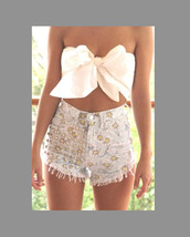 shirt,bow,shorts,studs,high waisted,bow shirt short,floral,flowered shorts,High waisted shorts,girlie,daisy,blouse,white,bustier,bows,summer outfits,top,cute,summer,white tie top,top with bow,spiked shorts,floar shorts,skirt,tumblr outfit,fashion,bow top,bow bandeau,white top,white crop tops,crop tops,crop,summer top,summer shorts,flowers,denim shorts,cut offs,cut off shorts,cute top