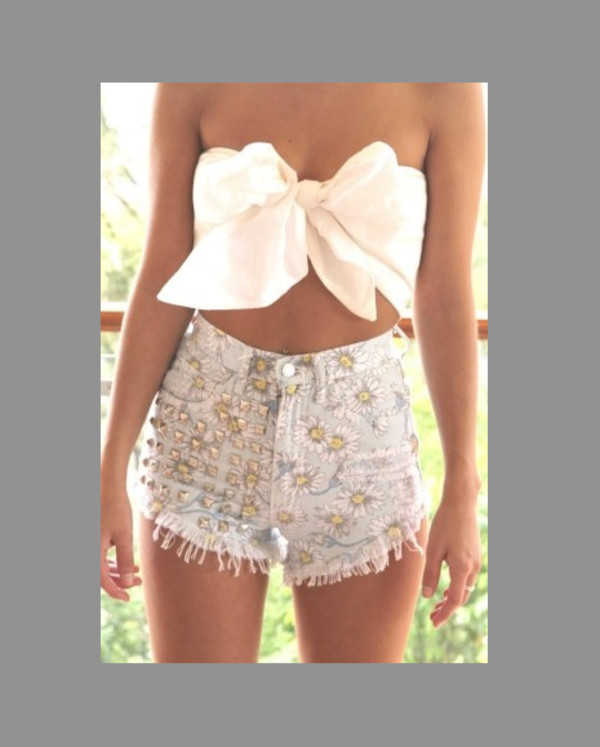 shirt bow shorts studs high waisted bow shirt short floral flowered shorts High waisted shorts girlie daisy blouse white bustier bows summer outfits top cute summer white tie top top with bow spiked shorts floar shorts skirt tumblr outfit fashion bow top bow bandeau white top white crop tops crop tops crop summer top summer shorts High waisted shorts daisy flowers denim shorts cut offs cut off shorts cute top