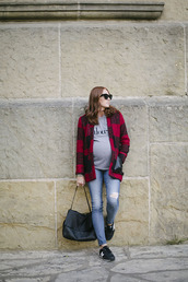 could i have that,blogger,jacket,t-shirt,jeans,jewels,bag,sunglasses,flannel,ring,maternity