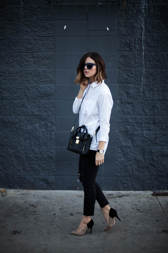 take aim blogger jeans white shirt heels