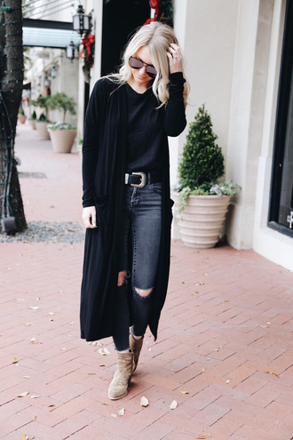 somewherelately blogger cardigan t-shirt jeans sunglasses bag belt shoes ankle boots skinny jeans long cardigan winter outfits