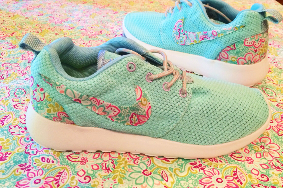 cheap for discount 9b400 1b3b1 nike roshe floral swoosh