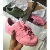 shoes,adidas,pink,sneakers,cute,girls sneakers,style,mean girls shirt,olive green,adidas shoes pink green,adidas superstars,addidas superstar,pastel,army green,light pink,adidas shoes