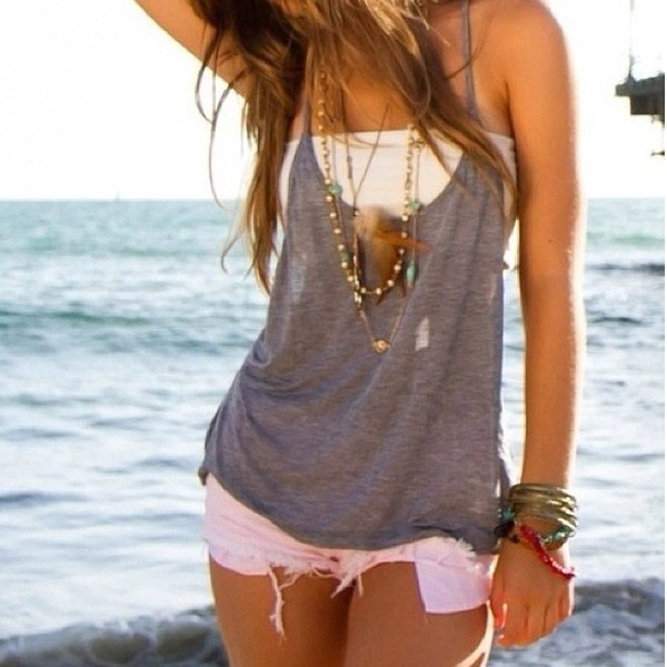 shirt clothes girly tank top top singlet grey white shorts pink white shorts white bandeau top grey drapey tank bandeau top grey t-shirt bandeau jewels t-shirt blouse cute cu grey tank top white bandue beach hot summer grey feathers loose baggy layered gry necklace accessories