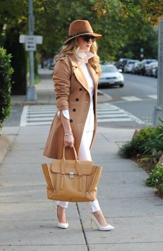 coat white and beige outfit white and beige pants white pants beige coat top white top bag nude bag pumps pointed toe pumps tumblr high heel pumps hat winter look