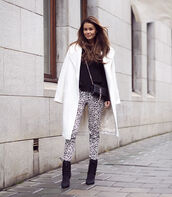 stylista,blogger,coat,white coat,printed pants,leopard print,black boots