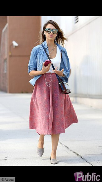 jessica alba skirt pink spring look jean shirt, brown boots, jewels